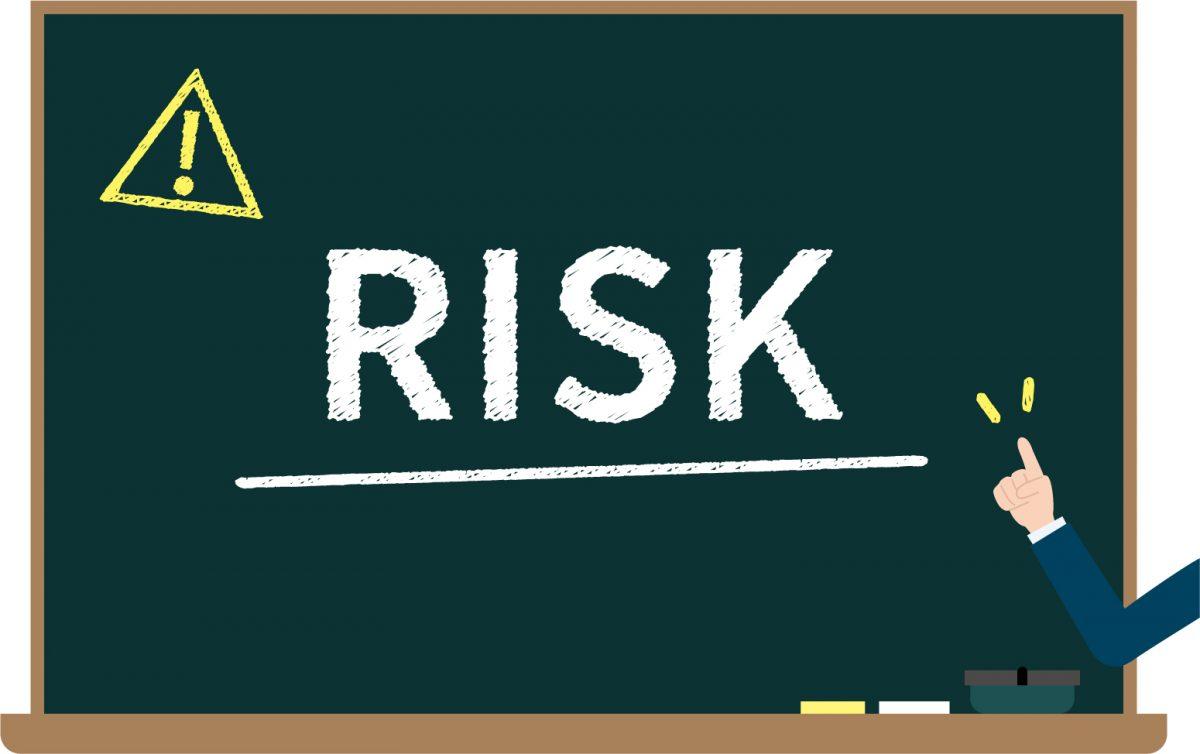 「RISK」と黒板に書かれているイラスト。
