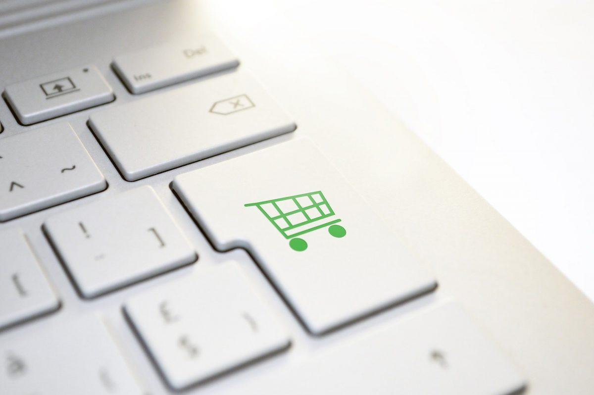 キーボードのエンターキーに緑のカートマークが描かれている
