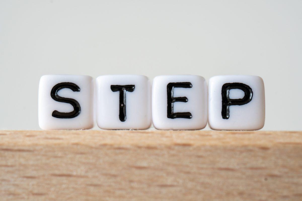 stepと書かれたブロック